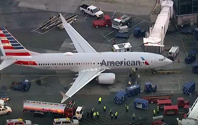 В аэропорту Нью-Йорка автоцистерна врезалась в самолет c пассажирами