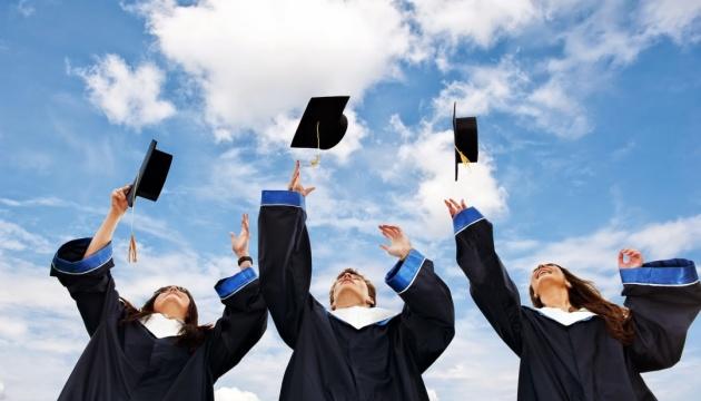 МОН утвердило 11 стандартов высшего образования