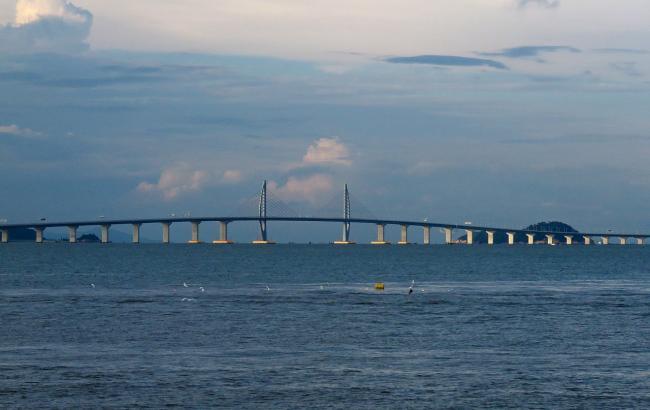 Китай официально открыл мост в Гонконг и Макао