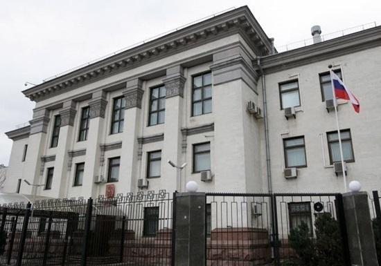С РФ профинансировали акцию со столкновениями возле их посольства в Киеве - СБУ