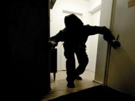Двое босых мужчин ограбили квартиру на Печерске в Киеве