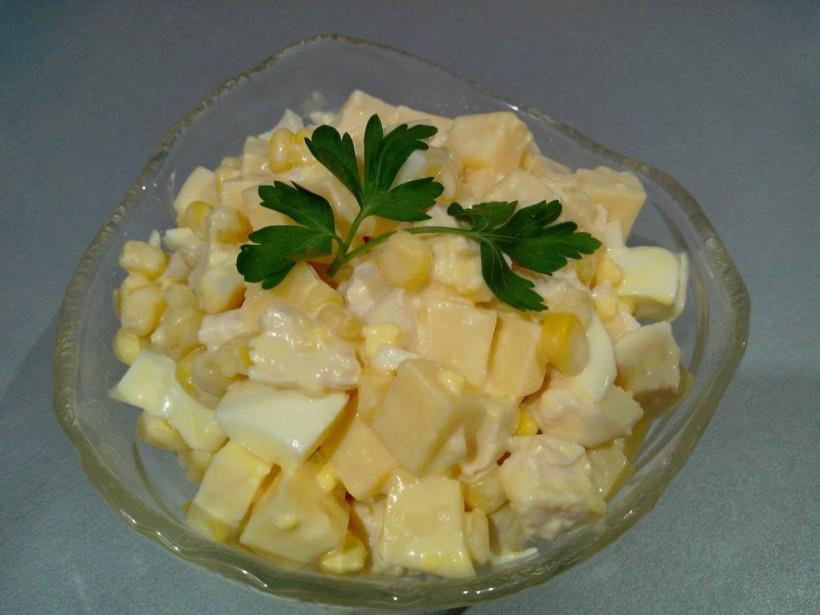 Рецепт дня: Экзотический салат с ветчиной и ананасами