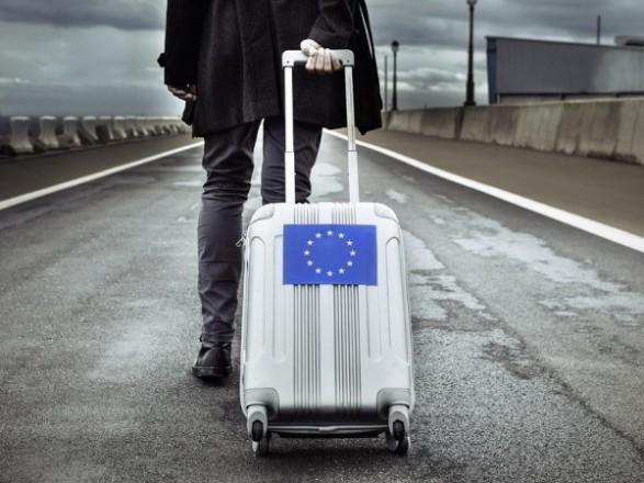 Президент заметил, что все больше украинцев выезжает на работу за границу