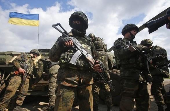 Порошенко подписал новый закон о социальных гарантиях для военных
