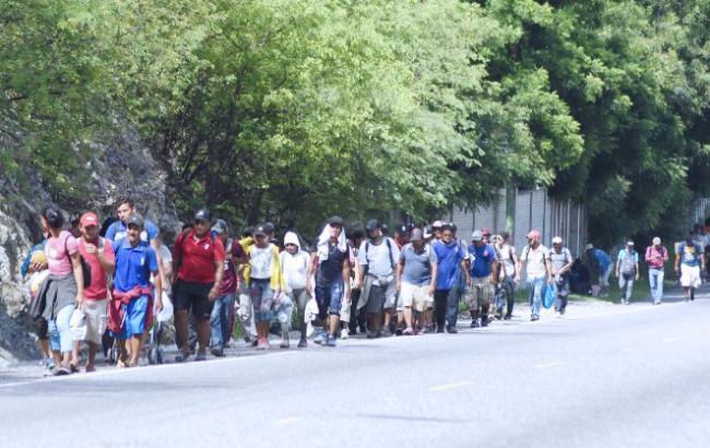 """Мексика предложила """"каравану"""" мигрантов работу и временный вид на жительство"""