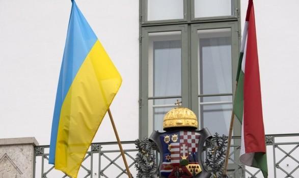 На Закарпатье расклеили антивенгерские борды: Москаль подозревает спецслужбы РФ