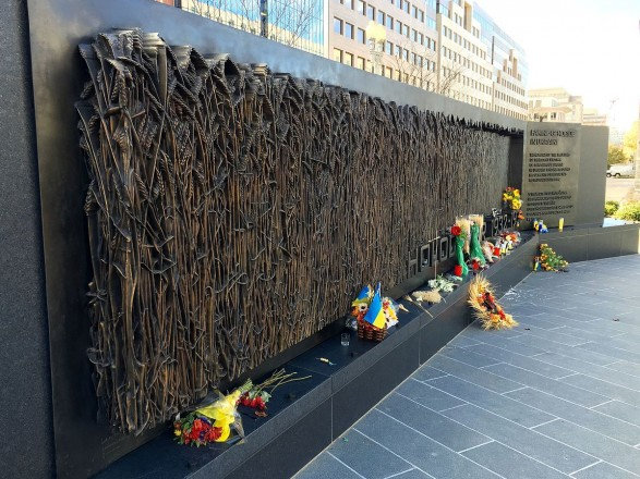 Порошенко поприветствовал решение Сената США о признании Голодомора геноцидом