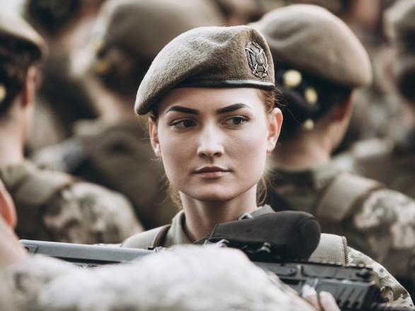 Президент: женщины получат равный с мужчинами доступ к должностям и воинским званиям