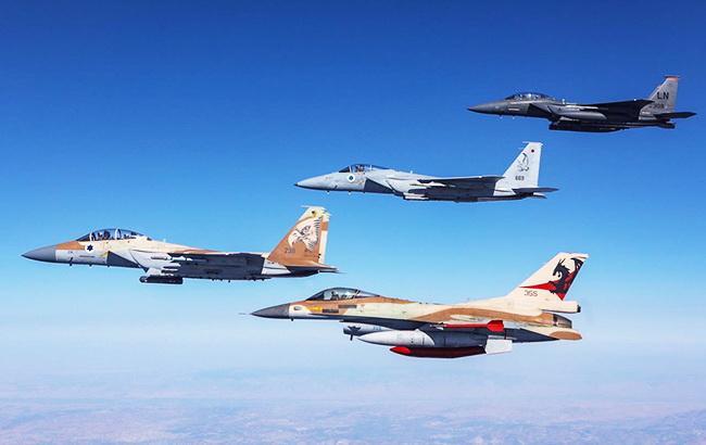 Израильская авиация ударила по восьми объектам в секторе Газа