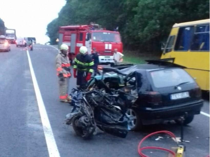 На Тернопольщине автомобиль на «евробляхах» выехал на встречную и врезался в Mitsubishi: два человека погибли