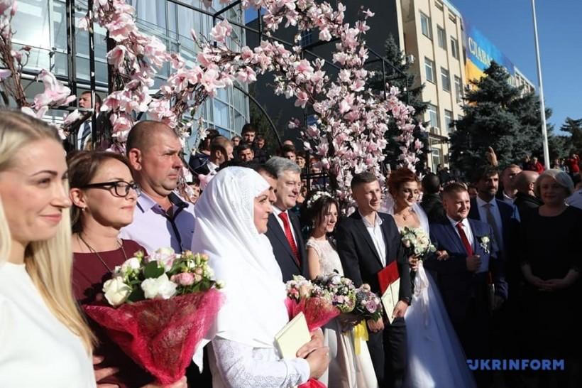 Порошенко пожелал молодоженам-болградцам любви, как у него с женой