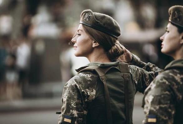 Закон о равенстве мужчин и женщин в армии вступил в силу