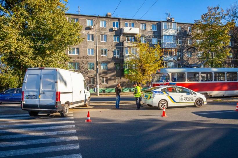 Появилась «из ниоткуда»: в Днепре Fiat сбил женщину на пешеходном переходе (ФОТО)