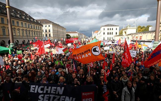 В Мюнхене десятки тысяч немцев вышли на демонстрацию против расизма