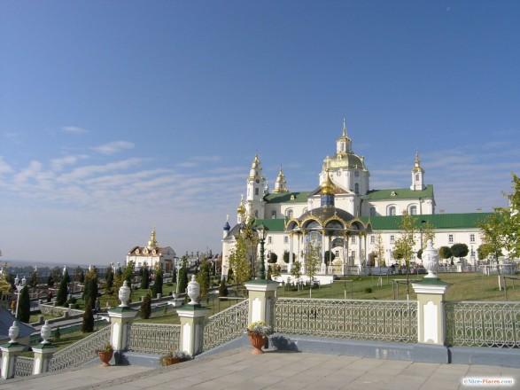 В УПЦ МП заявили, что и дальше будут пользоваться Почаевской лаврой