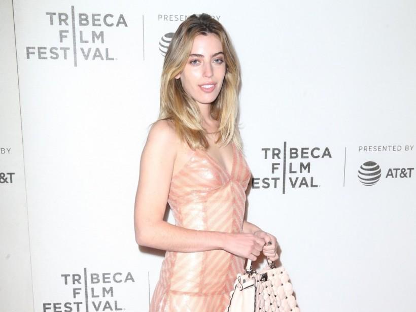 Дочь известного британского актера обнажилась перед фотографом