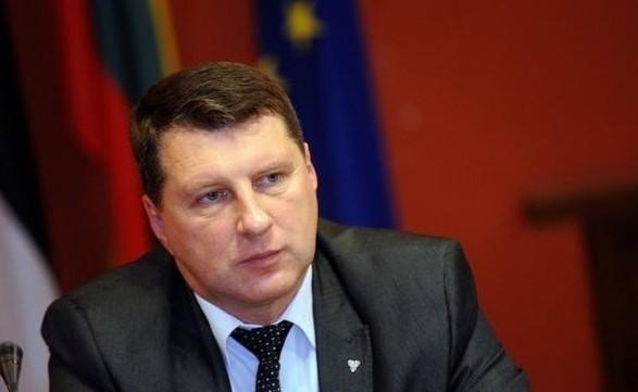 Президент Латвии посетил зону боевых действий на Донбассе