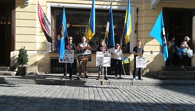 Активисты собирают акцию протеста под посольством России в Вашингтоне