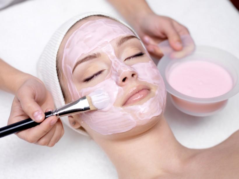 Эксперт рассказал, как самостоятельно сделать маску для питания и омоложения кожи