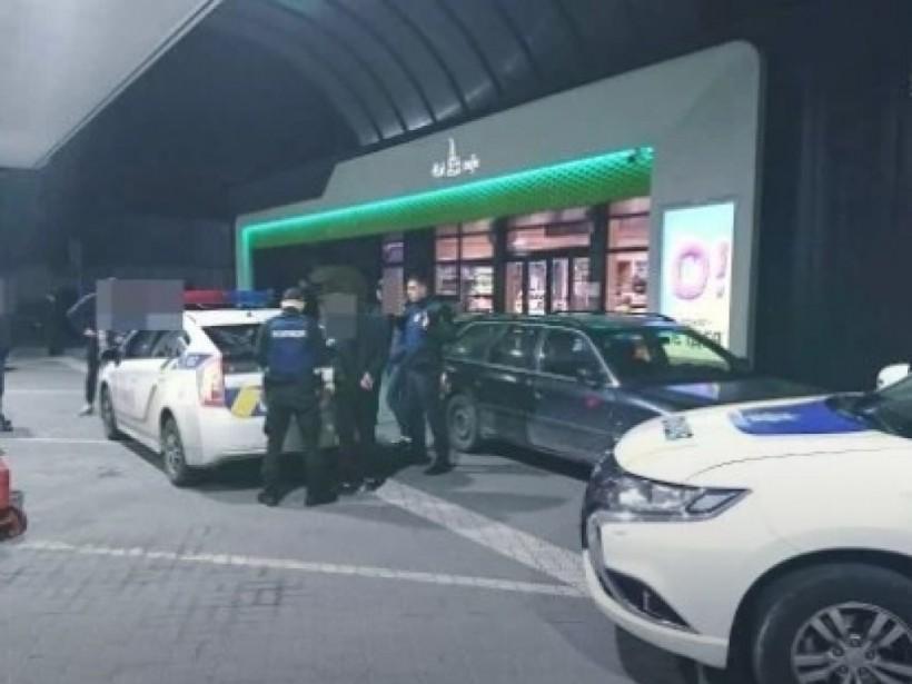 Четверо злоумышленников избили и ограбили 18-летнего парня во Львове (ФОТО)