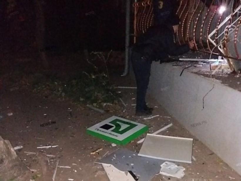 В Николаеве преступники вырвали встроенный в здании банкомат, но не смогли забрать деньги (ФОТО)