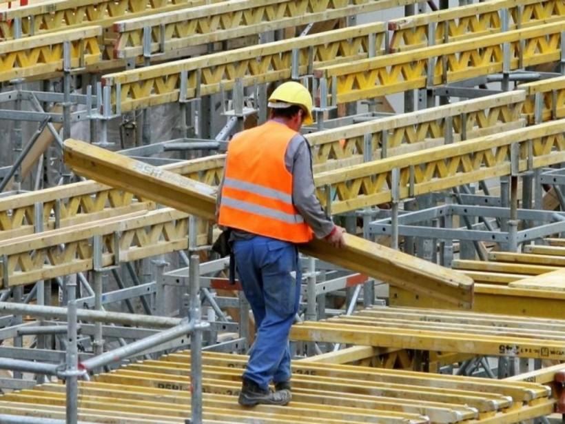 Билет в один конец: трудовая миграция приносит валюту, но тормозит развитие Украины