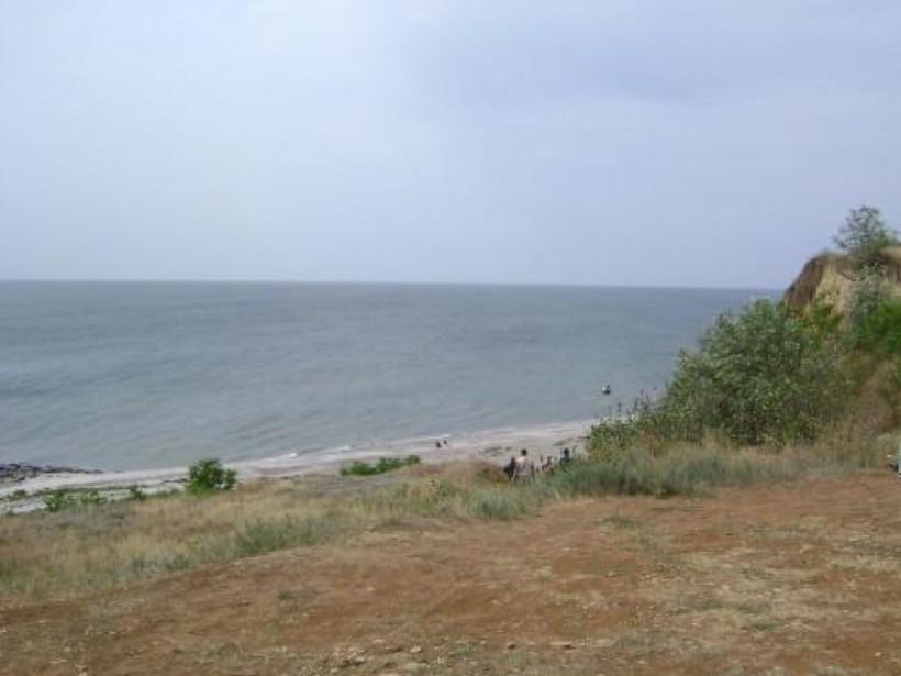 На курорте в Николаевской области спасатели достали из воды тело утопленницы