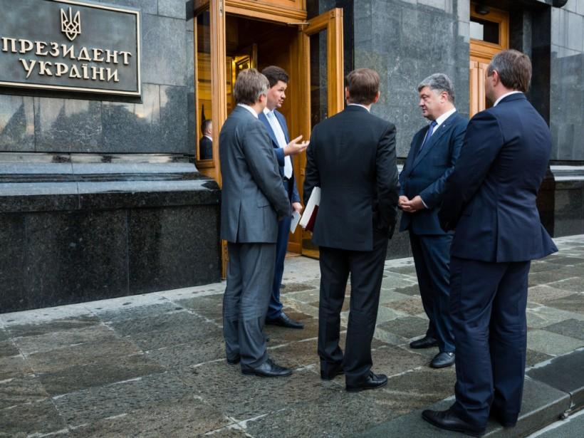 «Ключ к выборам»: Почему Банковая принялась менять губернаторов