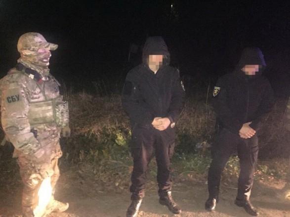 На Буковине при получении взятки задержали полицейских: они бросились убегать от СБУ (ФОТО)