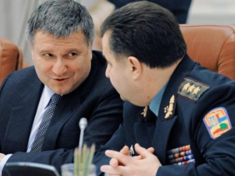 Полторак и Аваков распределят между своими ведомствами оставшиеся миллиарды Януковича