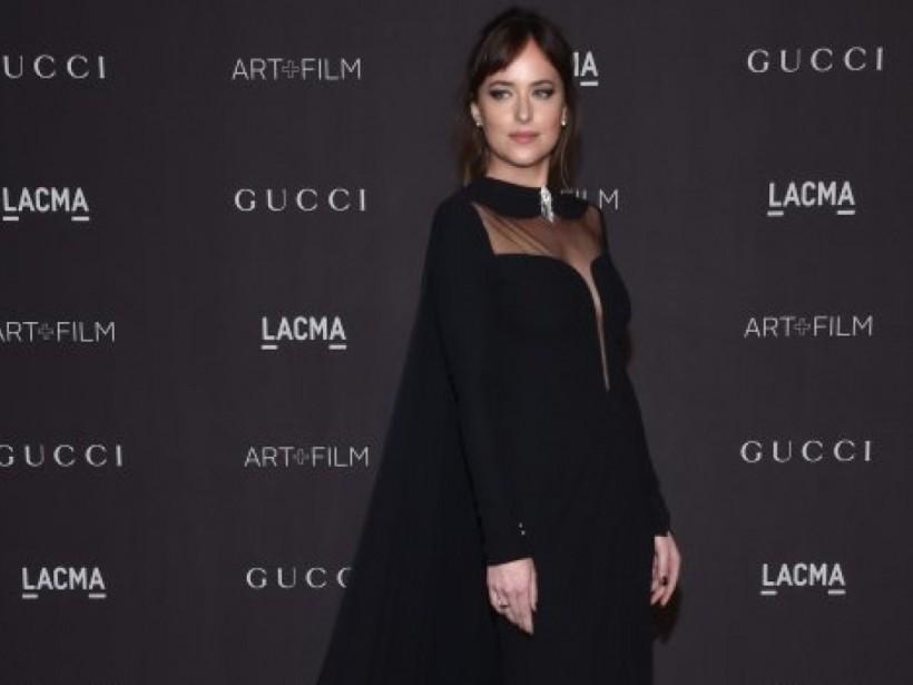 В черном платье Gucci: Дакота Джонсон позировала на гала-фестивале (ФОТО)