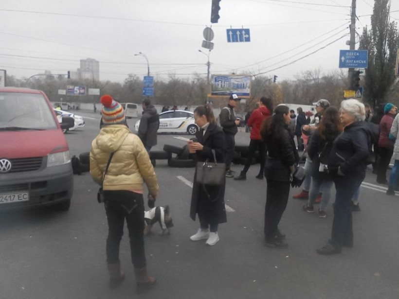 Акция протеста на Харьковском шоссе: полиция задержала провокатора с молотком (ФОТО, ВИДЕО)