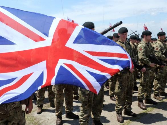 Великобритания направит больше военных в Украину на фоне угрозы с РФ