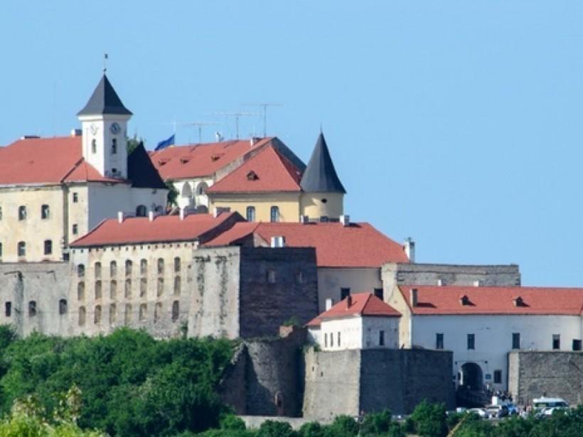 В Мукачевском замке венгерского орла заменят на герб Украины