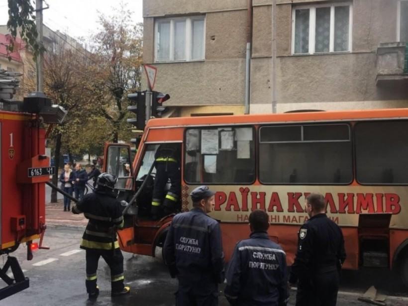 В Ивано-Франковске загорелась маршрутка с пассажирами (ФОТО)