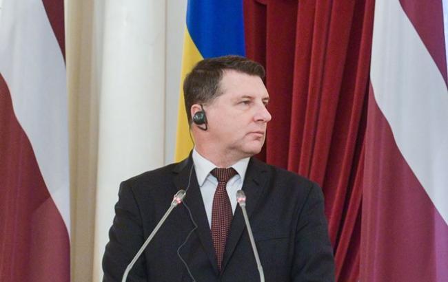 Президент Латвии завтра посетит линию разграничения на Донбассе