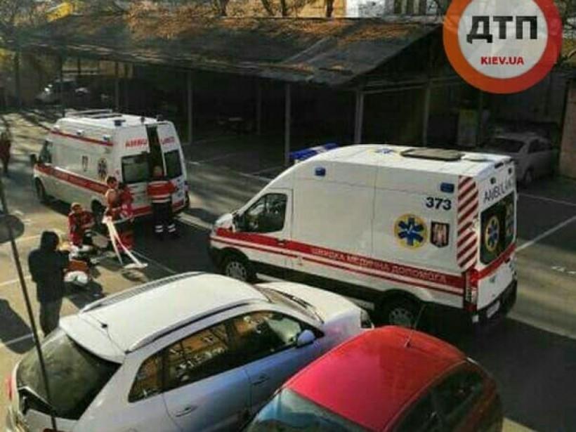 В центре Киева на парковке умер человек (ФОТО)