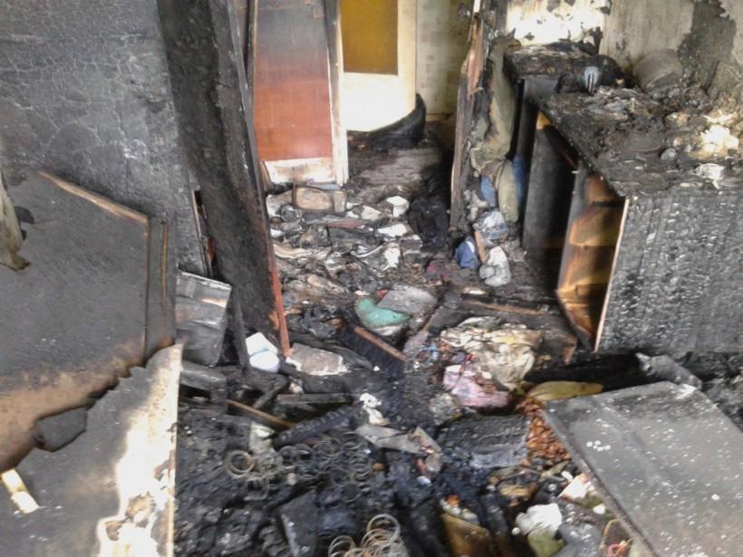 С мебелью и быттехникой: В Борисполе полностью выгорела квартира в пятиэтажном жилом доме (ФОТО)
