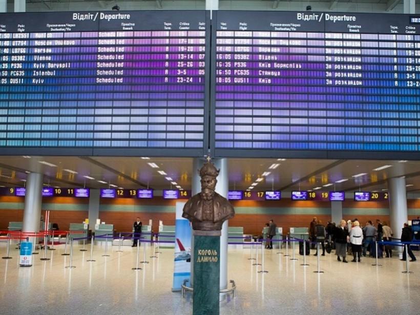 Застряли на двое суток в аэропорту: туристы не смогли вылететь из Львова в Египет