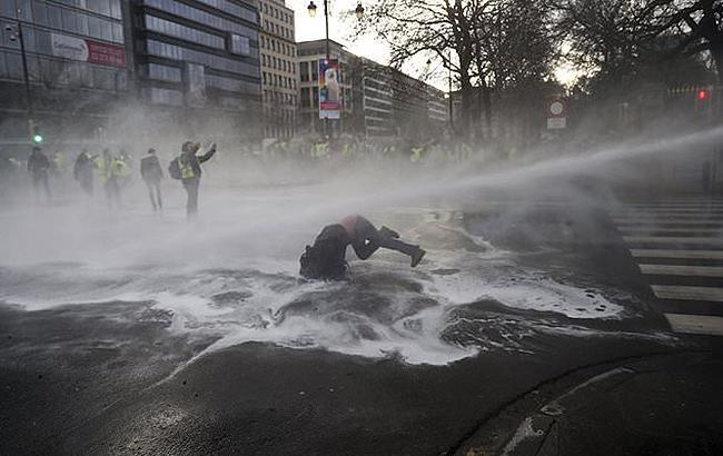 В ходе протестов в Брюсселе полиция применила водометы и слезоточивый газ
