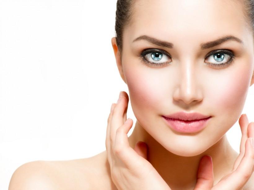 Противостоять появлению первых морщин помогут простые домашние процедуры - косметолог
