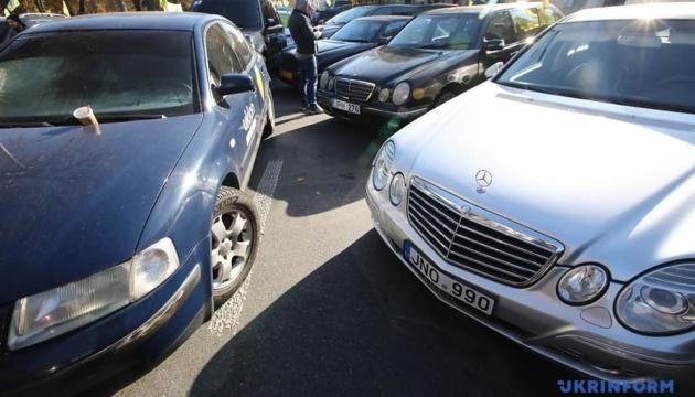 """""""Евробляхерам"""" советуют как можно быстрее растаможить авто"""