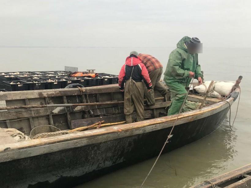 В Днестровском Лимане задержали браконьеров, наловивших 4 тонны карпов (ФОТО)