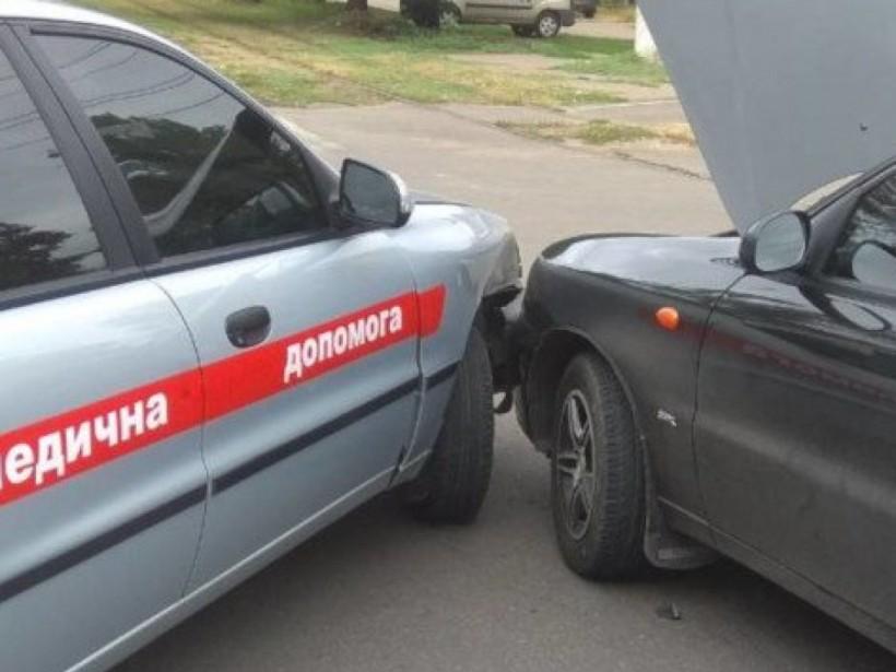 В Николаеве столкнулись Chevrolet и автомобиль «медицинской помощи» (ФОТО)