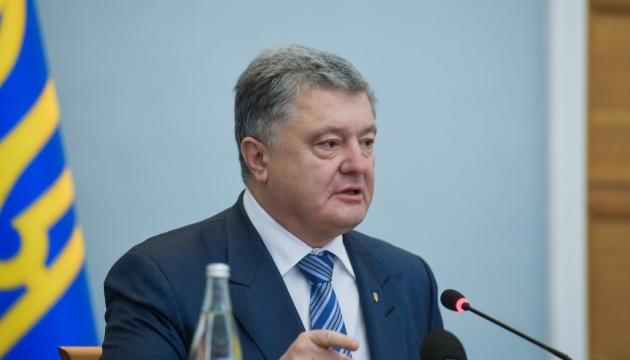 Порошенко: В ситуации постправды Украине приходится бороться за каждый факт