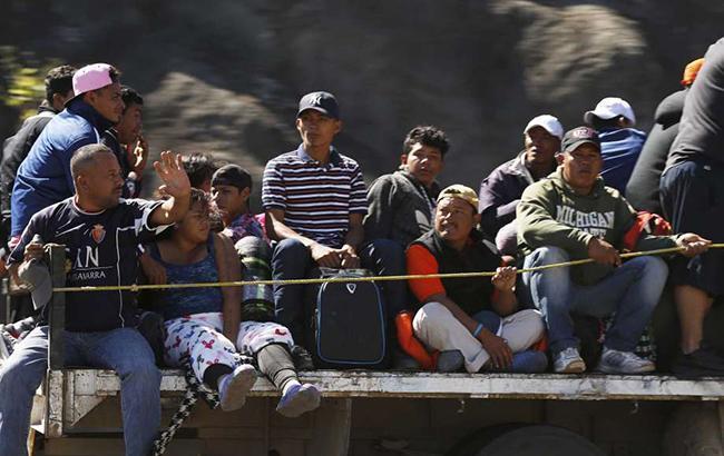 На границе с США часть каравана мигрантов объявила голодовку