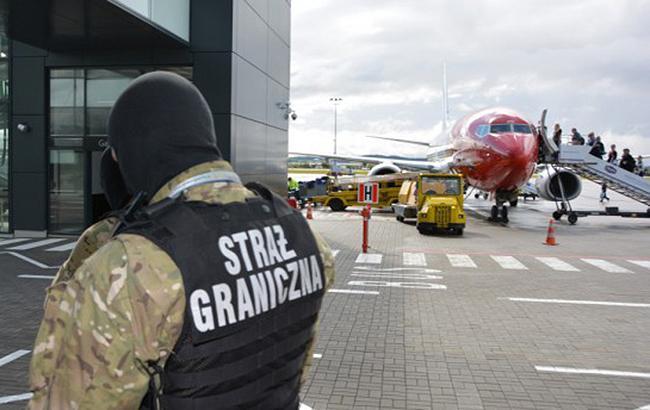 В Польше обыскали 21 самолет в Лондон из-за сообщения о минировании