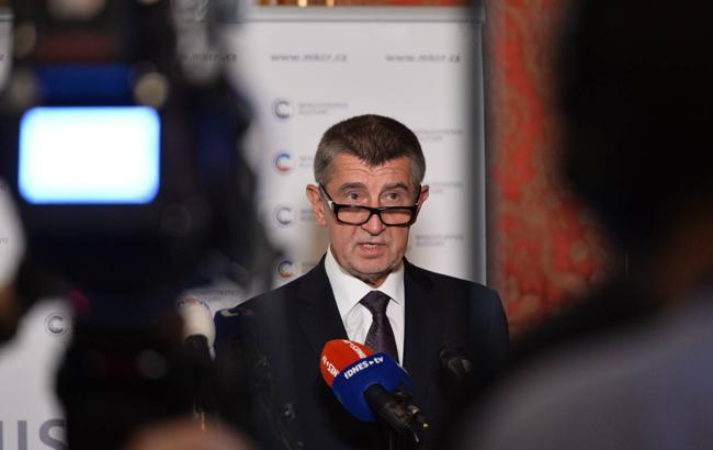 """В Чехии рассматривают добровольную отставку Бабиша из-за """"крымского скандала"""" с сыном"""