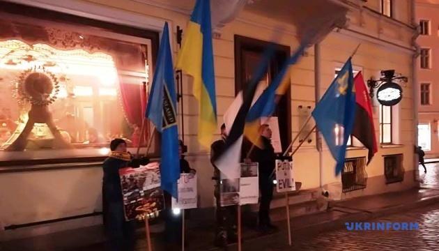 Посольство РФ в Таллинне пикетировали в поддержку украинских политзаключенных