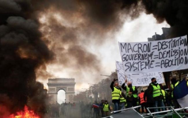 """В Париже полиция задержала более 40 участников протестов """"желтых жилетов"""""""